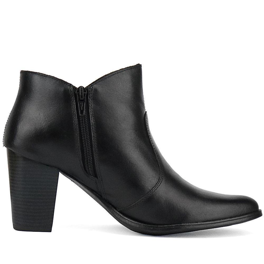 28aa00aeb2 Ankle Boot em Couro Salto Grosso SapatoFran Feminina Preta - Miuzzi R$  192,90 à vista. Adicionar à sacola