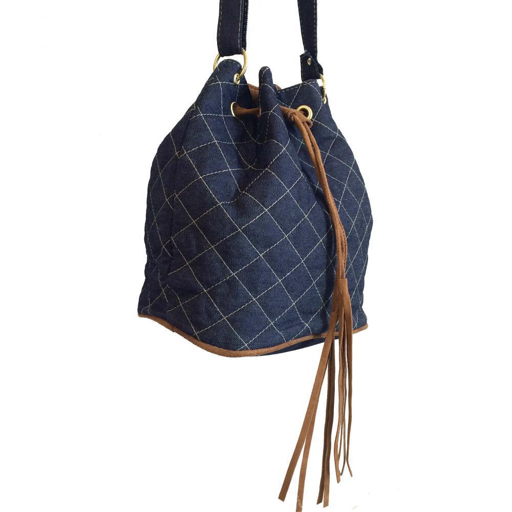 e100f8efc Bolsa feminina saco transversal em jeans com alça regulável Azul Médio -  Meu tio que fez - Mochilas - Magazine Luiza.