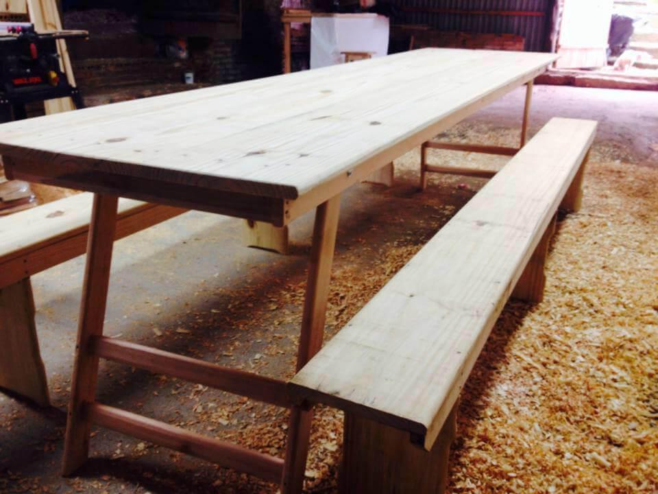 Mesa de churrasco com 2 bancos e p s dobr vel 2 5 metros for Mesa 2 metros comensales