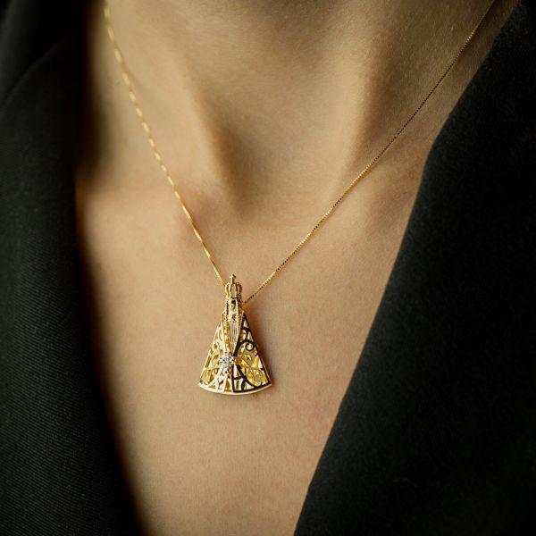 4470f44765488 Pingente de Ouro 18k Nossa Senhora Aparecida com Diamantes pi16266 -  Joiasgold R  1.431,05 à vista. Adicionar à sacola