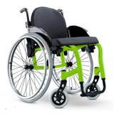 Cadeira de Rodas Monobloco Star Lite Ortobras Alumínio com Encosto Rígido Hummel Anatômico Peso Leve verde folha 42x45