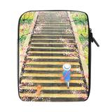 Capa para iPad 2/3 Neoprene Menina Subindo Escada - Mega empório