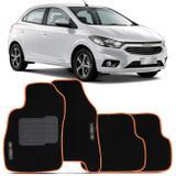 Jogo de Tapetes Carpete Chevrolet Onix 2013 a 2019 Preto com Borda Laranja Emblema Grafia Bordados - Top gear