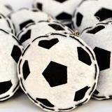 Lembrança Chaveiro Feltro Bola de Futebol Preto e Branco - Mais que baby