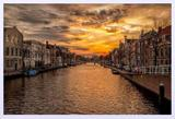 Quadro Decorativo Prédios as Margens do Canal na Holanda ao Pôr do Sol 90x60cm - Decore pronto