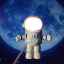 Abajur Luminária Usb Astronauta Led Para PC Notebook Astro Light Cabo Articulado - R&M Silva Shop