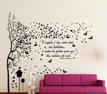 Adesivo decorativo de Parede com Árvore grande com frase de borboleta e jardins - Gaudesivos
