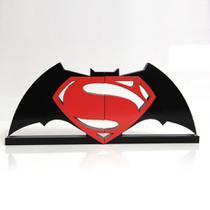 Aparador de Livros Geek Batman vs Super-Homem - Geek Mania