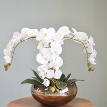 Arranjo com Três Hastes de Orquídeas Brancas no Vaso Bronze - FORMOSINHA