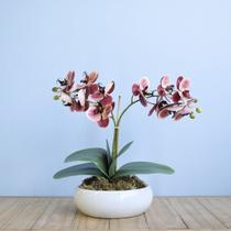 Arranjo de Duas Orquídeas Artificial no Vaso de Cerâmica Branco  Formosinha -