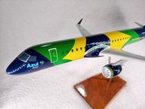 Aviao Embraer 195 - Azul Linhas Aereas - Bandeira do Brasil - MAQUETE -