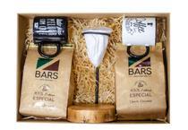 BARS Cesta Presente 02 - 02Cafés Moído+Mini Coador+02Canecas - Bars Cafés Especiais