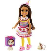 Boneca Barbie - Chelsea Club com Bichinho - Fantasia de Bolo Grp71 - Mattel