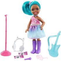 Boneca Barbie Playset Chelsea Rockstar Morena Cabelo Verde - Mattel