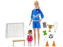 Boneca Barbie Treinamento de Futebol - com Acessórios Mattel