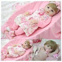 Boneca Bebê Reborn Loira Silicone 55cm Enxoval Completo rosa Com Flores - Mundo Kids