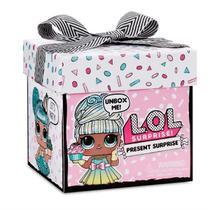 Boneca L.O.L. Surprise Present Surprise 8 Surpresas Candide -