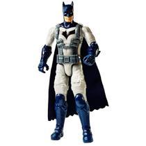 Boneco Batman com Armadura - Mattel Fvm75 -