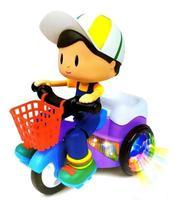 Boneco Motoqueiro empina  Triciclo Musical e Luz. Menino - Dm Toys