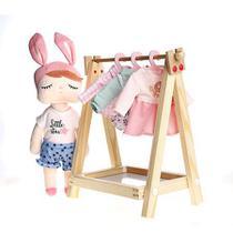 Cabideiro com 4 roupinhas da Boneca Fashion - Metoo (A boneca não faz parte deste kit) -
