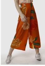 Calça Pantacourt Viscose Estampada Floral SOB Laranja -