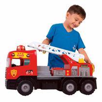 Caminhão Bombeiro c/ Capacete - 5056 - Magic Toys -