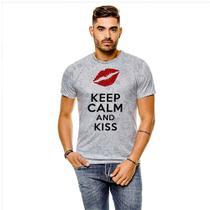 Camiseta Keep Calm and Kiss Masculina GY - 429K