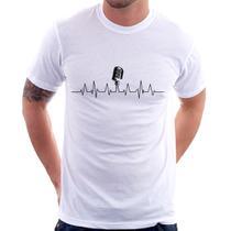 Camiseta Microfone Batimentos Cardíacos - Branco - Foca na Moda -