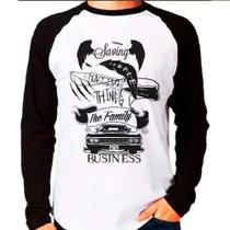 Camiseta Raglan Supernatural Saving People Hunting Things - Eanime