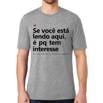 Camiseta Se você está lendo aqui é pq tem interesse - Cinza - Foca na Moda -
