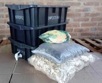 Composteira Doméstica Preta - 3 Caixas 15 Litros + Torneira + Húmus + Serragem - AGROPIZA