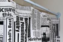 Cortina para Varão Comércio Tecido Brim 2,40x1,90 Roupa Estampada Jornal Preto Trocador Provador - Luci Comércio