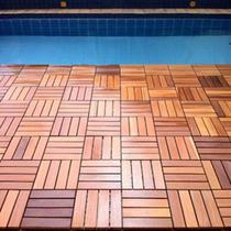Deck de Madeira Modular Base Plástica Isabela Revestimentos 30cm x 30cm (Placa) Cumaru -