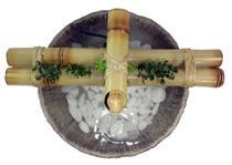 Fonte água cascata bambu Max c/ reservatório em resina imitando pedra - Bambumania
