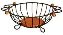 Fruteira de mesa em ferro com detalhes em madeira redonda com detalhes em madeira artesan - Minas Artes Artesanato