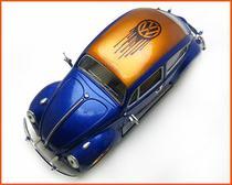 Fusca Sedan 1967 VW Pintura Especial Peça Única - escala 1/24 - Kinsmart