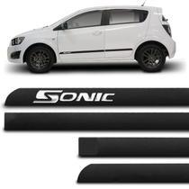Jogo de Friso Lateral Tipo Borrachão Sonic Hatch Sedan 2012 a 2014 Preto 4 Portas Grafia Alto Relevo - Sanfil