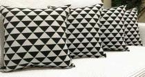 Kit 4 Almofadas Decorativas Jacquard Triângulos Sued Preto - Ingrid Bordados