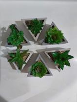 Kit 6 Flores Artificiais Suculenta + Vaso Cimento Triângulo - Coisaria