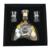 Kit cachaça cabare com 2 copos extra premium 15 anos 700ml -
