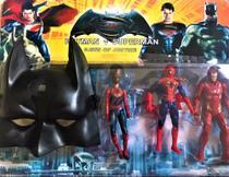 Kit com 3 bonecos vingadores + máscara do batman - Avengers