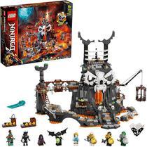 Lego Ninjago - Masmorras do Feiticeiro Caveira - 71722 -