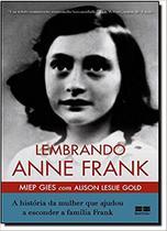 Livro - Lembrando Anne Frank: A história da mulher que ajudou a esconder a família Frank -