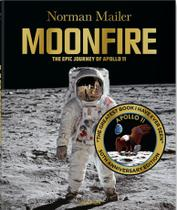 Livro - Moonfire - the epic journey of apollo 11 -