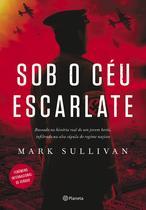 Livro - Sob o céu escarlate - Baseado na história real de um jovem herói, infiltrado na alta cúpula do regime nazista
