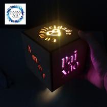 Luminária Box Namorados - Palavras - Mondo Casa