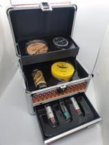 Maleta de maquiagem Pequena Cisne - Pó Translucido, Base, Corretivo Verde e Acessórios -