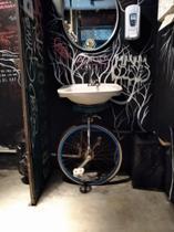 Monociclo azul - Artista Antonio Breves