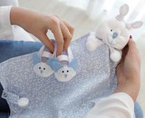 Naninha Malha e Tricoline Flores Azul e Branco Forro Fralda com Sapatinho - Mais que baby