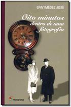 Oito Minutos Dentro de uma Fotografia - Moderna -